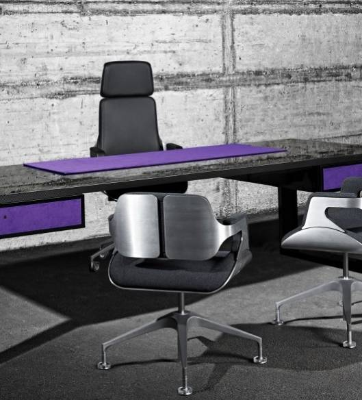 JOHN & TABLE: A Table as Sleek as a Sports Car