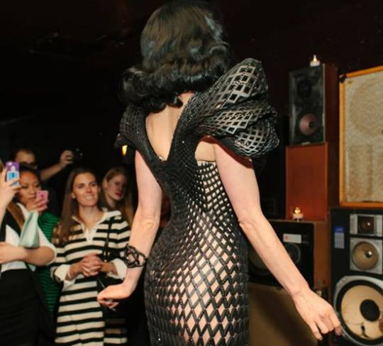 Dita Von Teese dons the world's first 3D dress