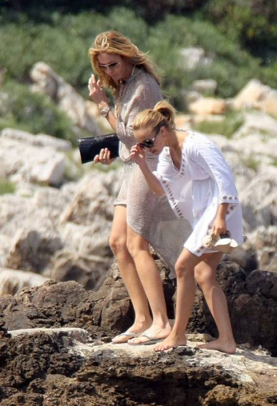 NHayden Panettiere was spotted frolicking around in the French Riviera with Welsh T4 presenter and rumored boyfriend Steve Jones.
