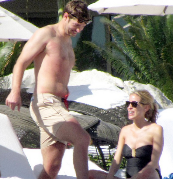 Kristin Cavallari vacationed along with fiancé Jay Cutler at Cabo San Lucas.