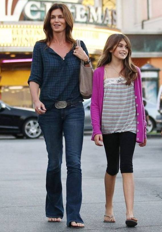 Cindy was spotted with her daughter in calabasas to attend the special premier of