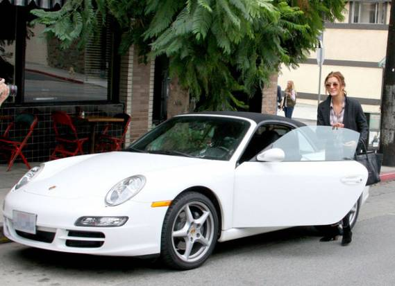 Kate Walsh was spotted leaving the Little Dom's restaurant in her white Porshe 996 Carrera Cabriolet.