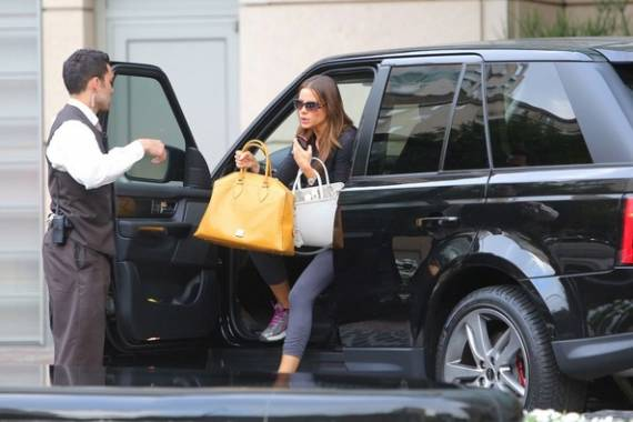 Sofia Vergara drives Range Rover