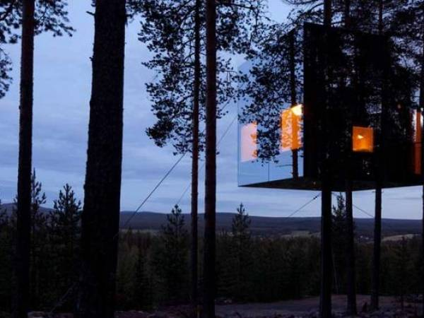 Mirrorcube Treehouse