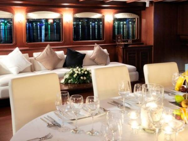 Superyacht Regina_Dining area2
