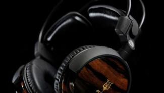Classic wooden headphones by Antonio Meze
