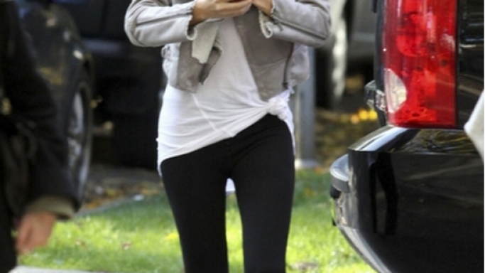 Selena Gomez too loves high-end gadgets and we have already spotted her using the Apple iPhone 4