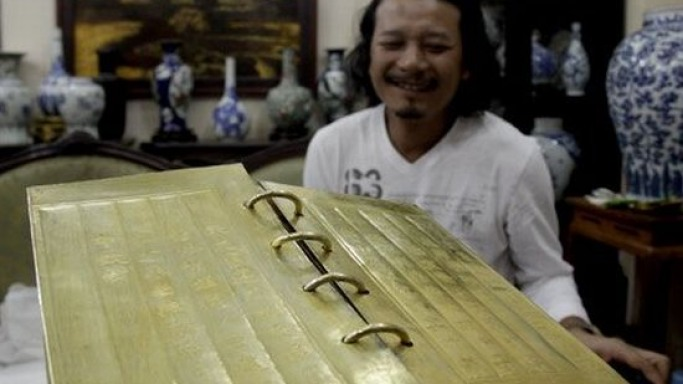 Collector's book inlaid with gold worth $100,000 is Vietnam's most expensive edition
