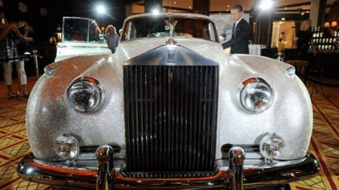 Vintage Rolls-Royce Sliver Cloud II covered with 1 million Swarovski crystals