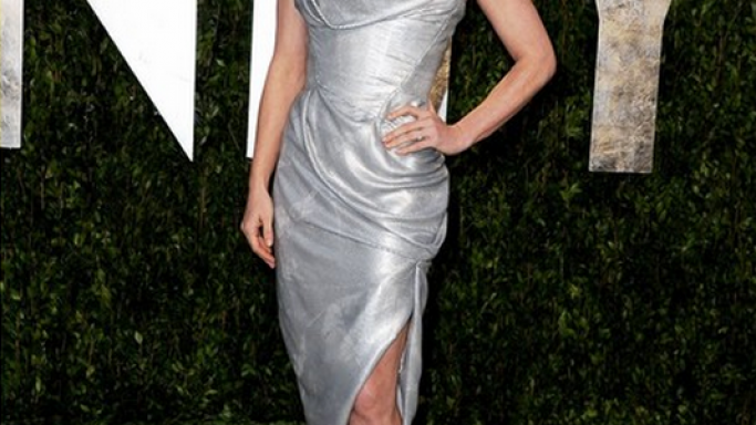 Amy flaunted her designer Cartier earrings to a high profile event.