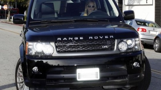Hilary Duff drives Range Rover