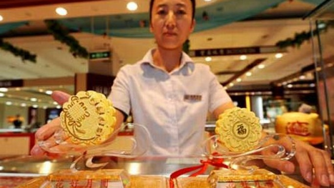 All in gold: A moon cake that marks Chinese festivity