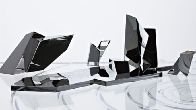 Daniel Libeskind's tea set lives architecture in iconic design