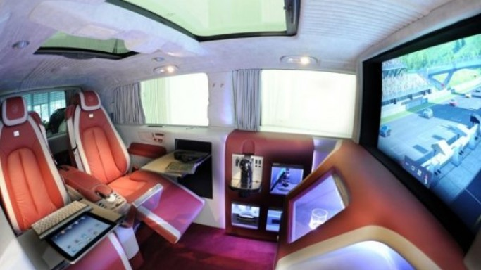 Brabus iBusiness 3D Mercedes-Benz Viano is a multimedia lounge on wheels